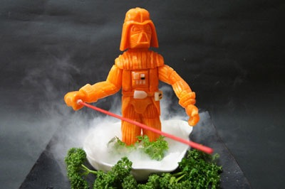Darth Vader Zanahoria posando en un volcán