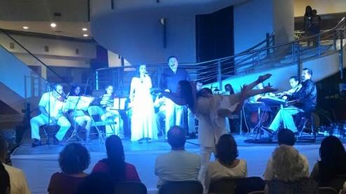 Cantantes: Viviana Báez y Mauro Calderón. Bailarines: Fabiola y Adrían.